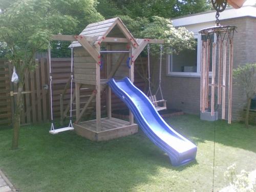 Speeltoestel Kleine Tuin : Speeltoren eva speeltoren met schommel outdoor toys krimpen