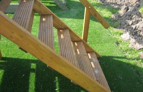 Speeltoren anna speeltorens met dak outdoor toys krimpen for Standaard trap afmetingen